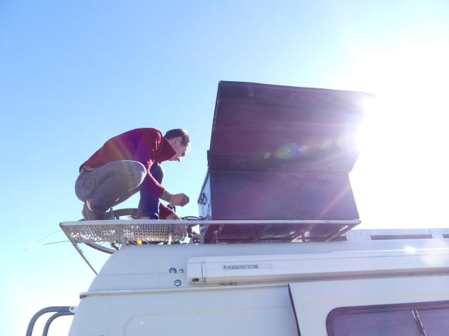 La caisse à outils est sur le toit!